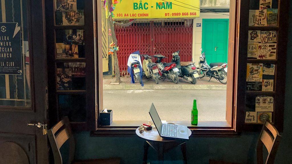 Lang Thang Bar Truc Bach Chao Hanoi 2