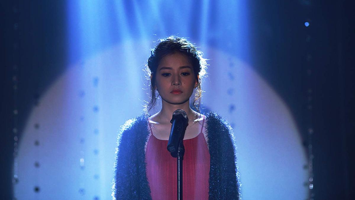 girl singing in son tay