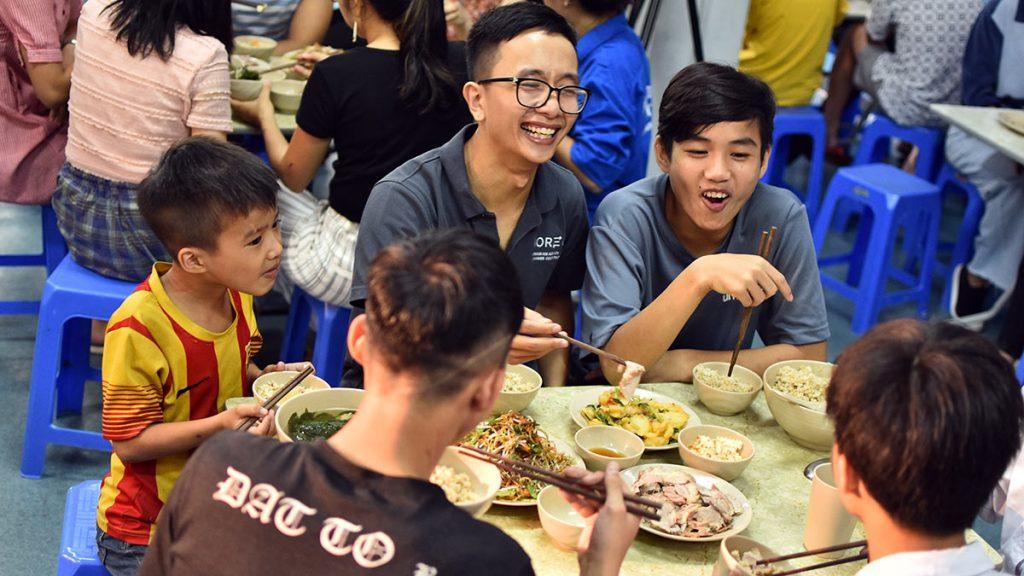 Blue Dragon Children Having Lunch (4)