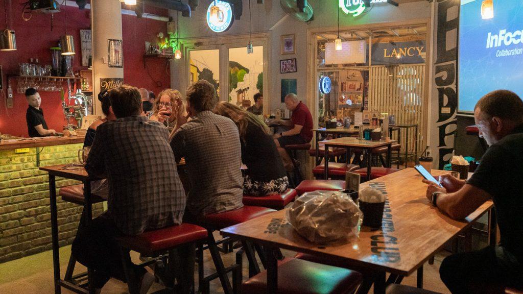 German Restaurant Hanoi Kneipe 15