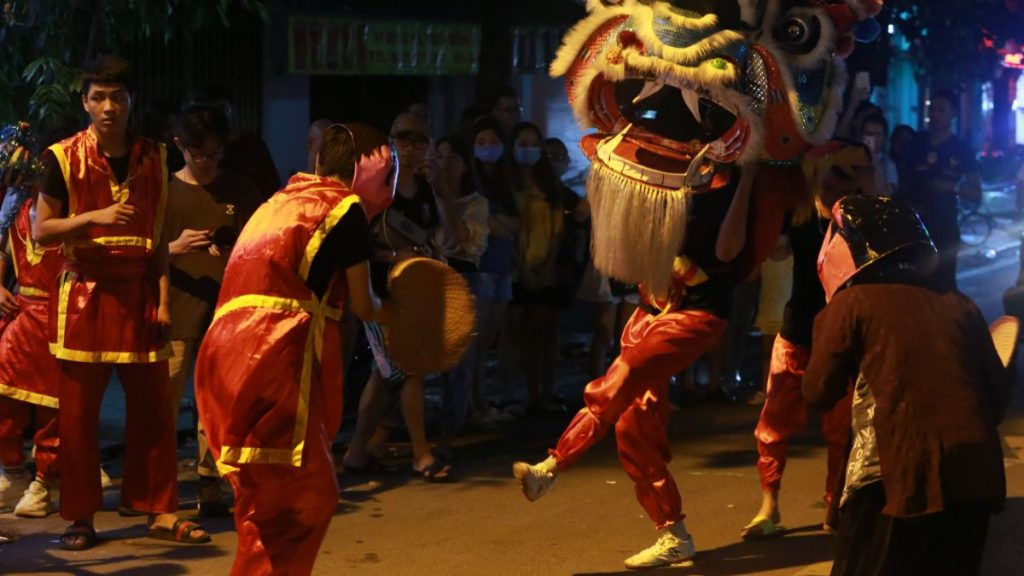 Nghia Dragon Dancing