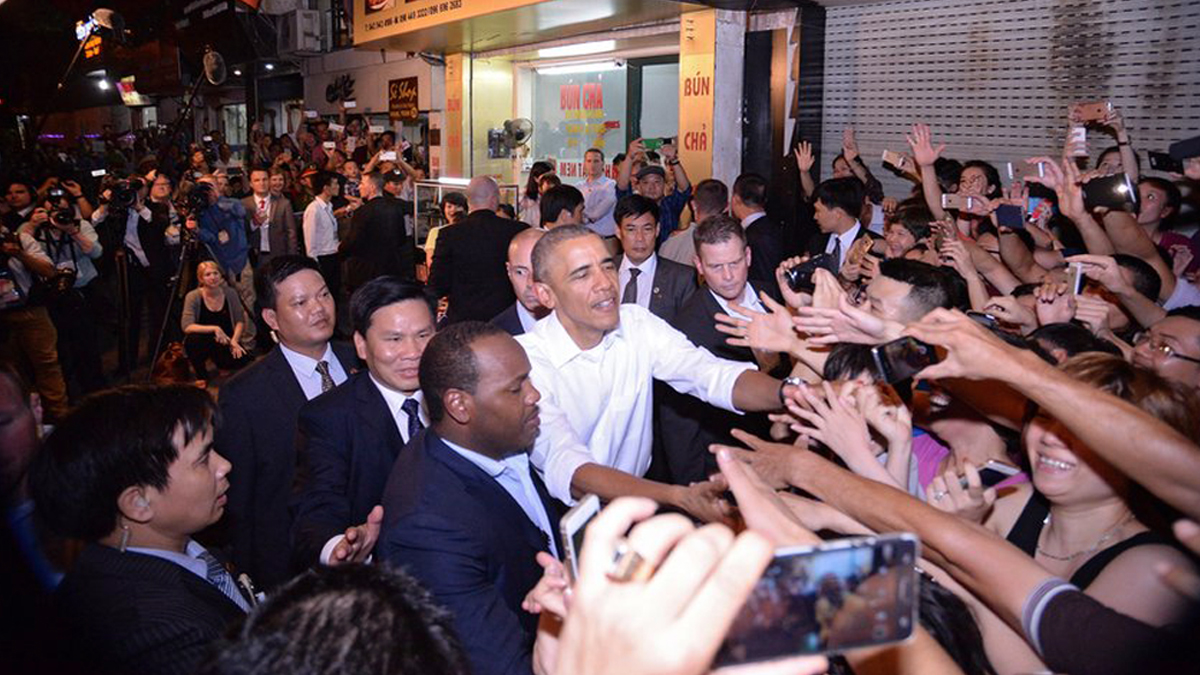 Obama And Hanoi People