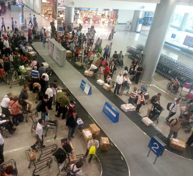 Airport Staff To Steal Valuable Item
